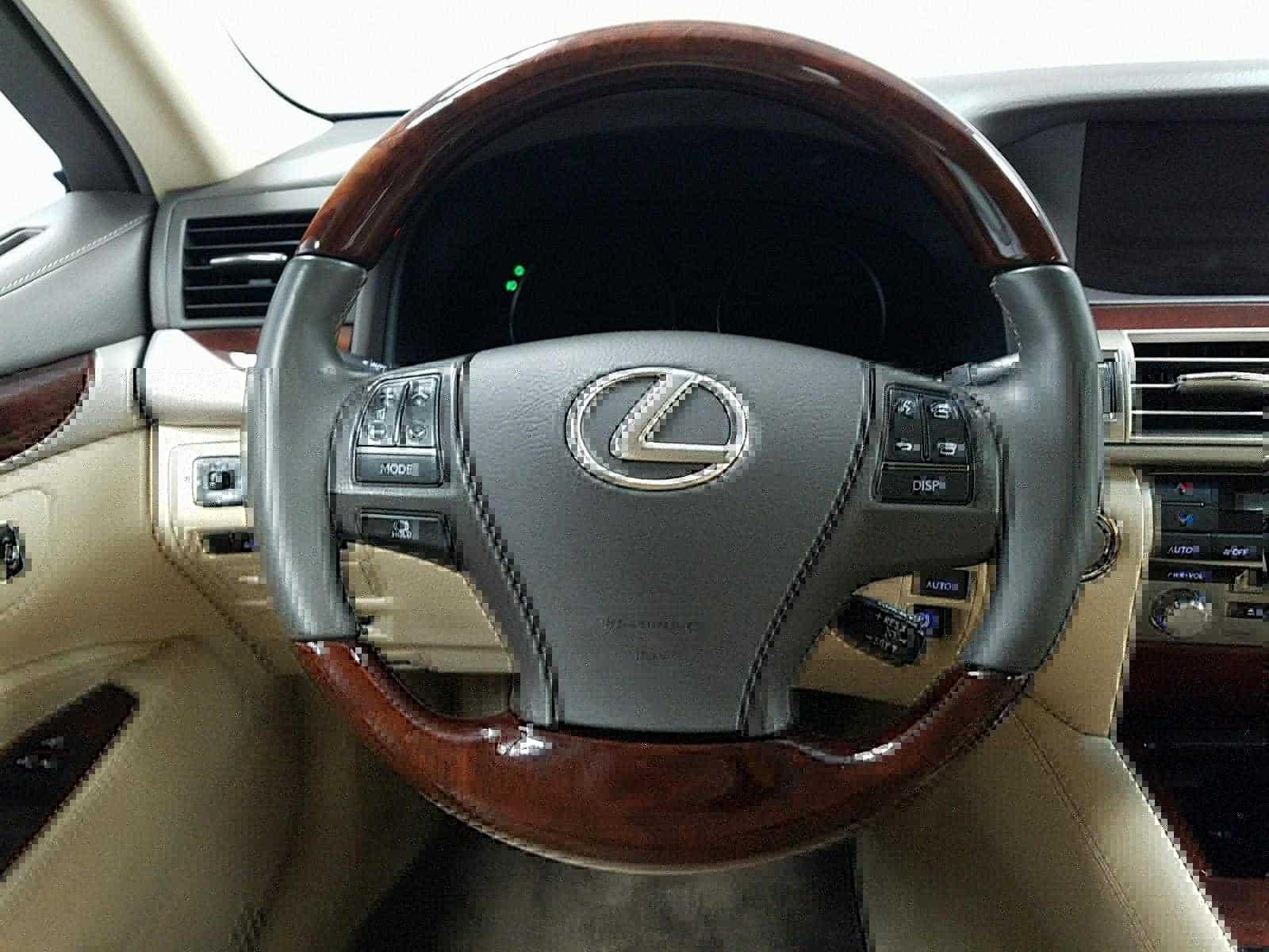 Lexus' steering wheel
