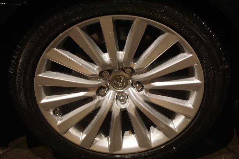 Lexus' wheel