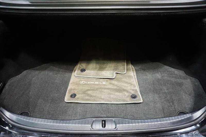 Lexus' trunk