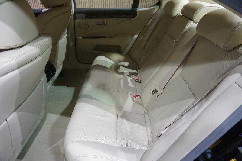 Lexus' rear seats